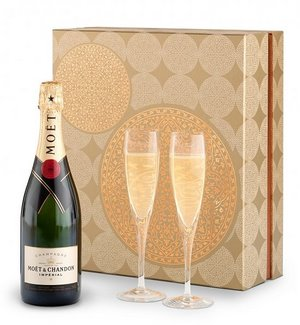 Veuve Clicquot Brut Yellow Label Champagne & Flutes Gift Set